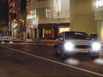 夜間運転中の見え方イメージ
